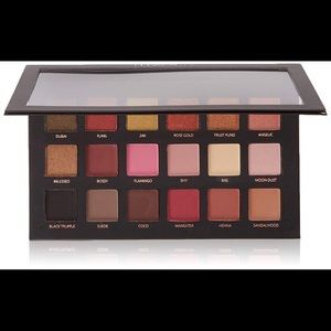 HUDA BEAUTY never used Eyeshadow Palette